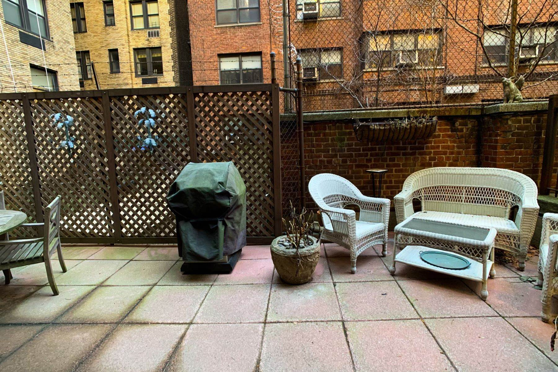 14. Co-op Properties for Sale at Renovated 2 bed 2 bath w/ Outdoor Space 20 East 88th Street, Apt 1F New York, New York 10128 United States